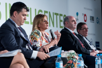 Carmela-Silva-Diputacion-Pontevedra-2-Mesa-Redonda-4-Congreso-Ciudades-Inteligentes-2018