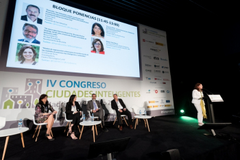 Pilar-PerezParadelo-UNE-2-Ponencia-4-Congreso-Ciudades-Inteligentes-2018