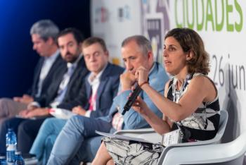Elena-Gonzalez-Red-1-Mesa-Redonda-5-Congreso-Ciudades-Inteligentes-2019