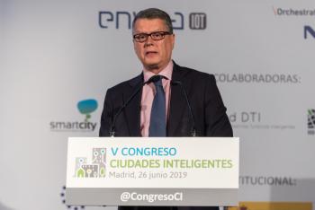 Roberto-Sanchez-Ministerio-Economia-Empresa-1-Clausura-5-Congreso-Ciudades-Inteligentes-2019