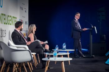 Roberto-Sanchez-Ministerio-Economia-Empresa-4-Clausura-5-Congreso-Ciudades-Inteligentes-2019