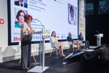 060-12-Teresa-Muela-Moderadora-6-Congreso-Ciudades-Inteligentes-2020