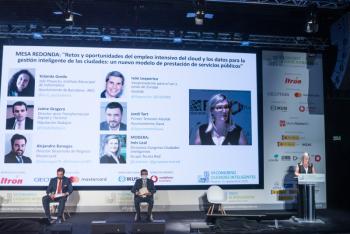 070-10-Mesa-Redonda-Moderadora-Ines-Leal-6-Congreso-Ciudades-Inteligentes-2020